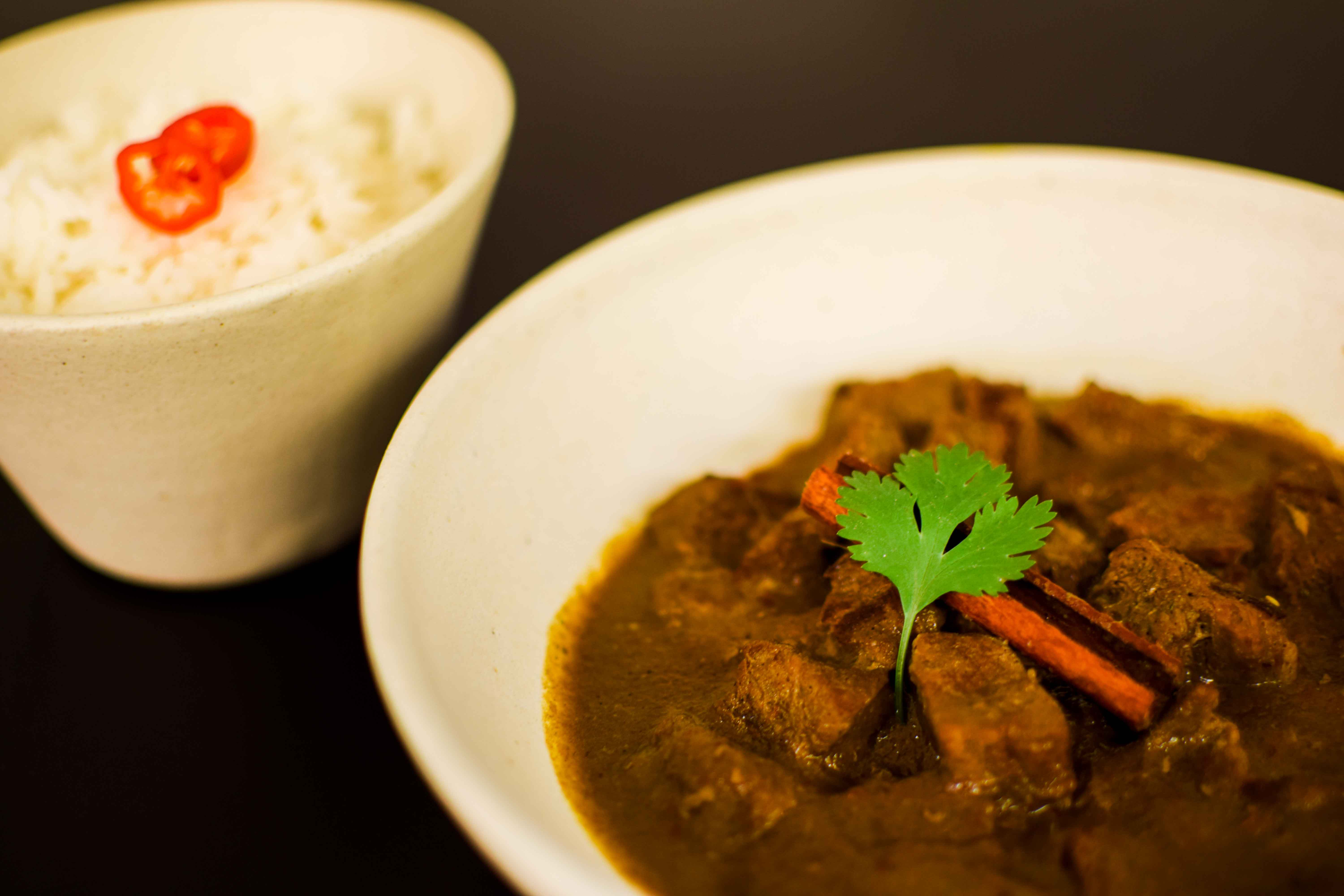 Rendang curry com arroz basmati